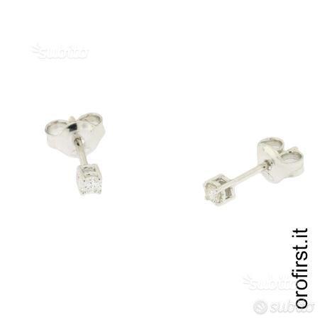 Orecchini punto luce oro bianco e diamanti 0,10ct