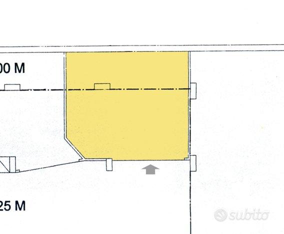 Box auto soppalcato - Garage e box In vendita a Caserta
