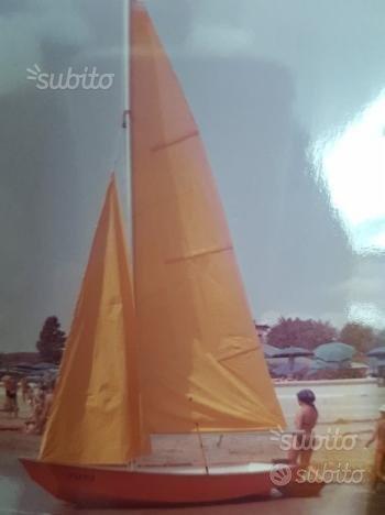 Barca a vela in compensato marino vetrificato