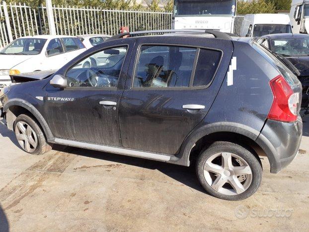 Dacia sandero 1.6 benz. 2012 per ricambi