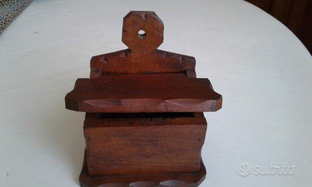 Vecchio portafiammiferi da parete (in legno)