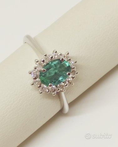 Anello Smeraldo classico 0,70 ct Oro e diamanti