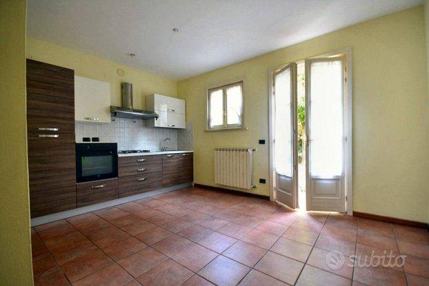 Villa a Schiera a Lucca, 4 locali