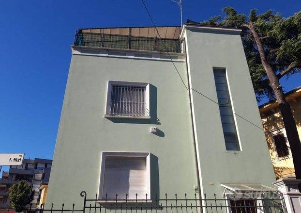 Ufficio a Foligno, viale Cesare Battisti, 4 locali