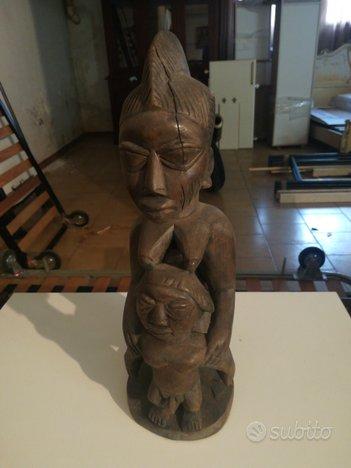 Statua in legno fatta a mano