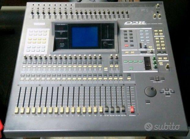 Mixer Yamaha 02R