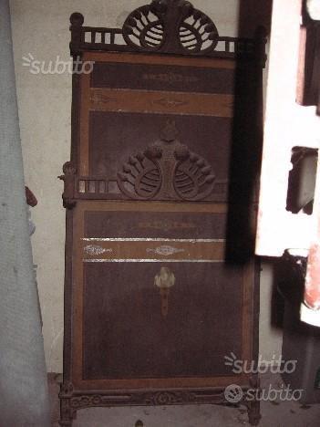 Lettino antico in legno e ferrobattuto