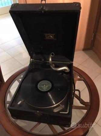 Antico grammofono HMV