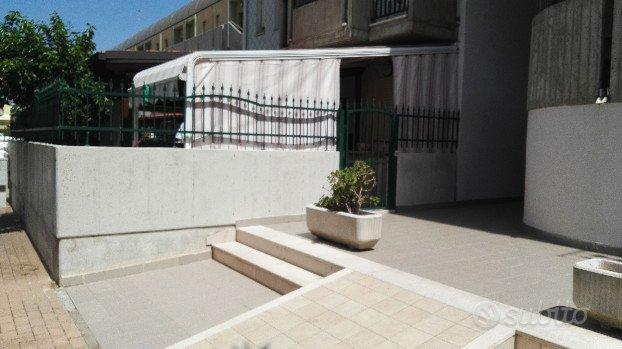 appartamento con terrazzo e posto auto vicino mare