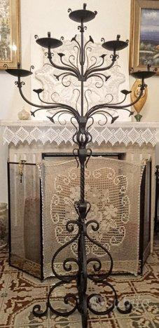 Copia antico porta candela in ferro forgiato