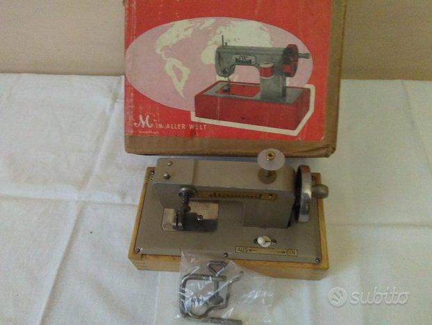Macchina da cucire-giocattolo regina anni 60