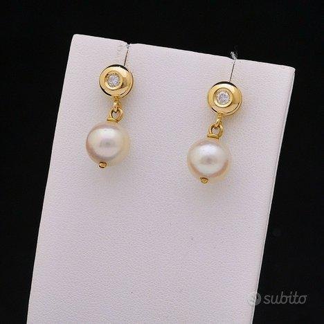 Orecchini in oro giallo 18kt perle 9 mm brillanti