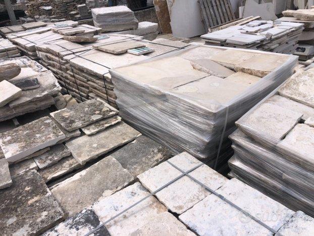 Materiale edile di recupero in pietra selezionato