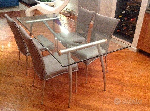 Sedie Per Tavolo In Vetro.Tavolo Con Piano In Vetro E 4 Sedie Imbottite Arredamento E