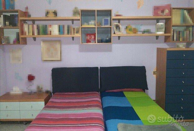 Camera da letto, cameretta, armadio, scrivania ...
