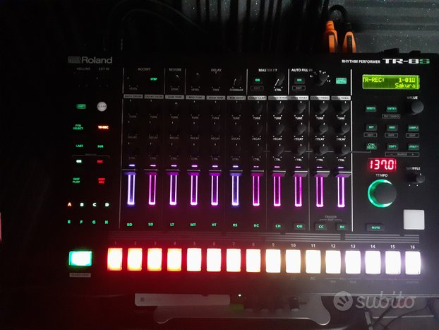 Roland Tr8-S drum machine Aira