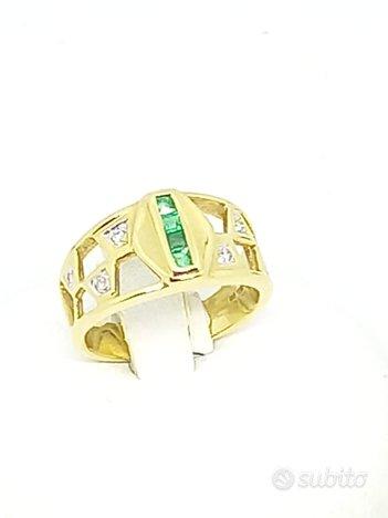 Anello in oro giallo con diamanti e smeraldi