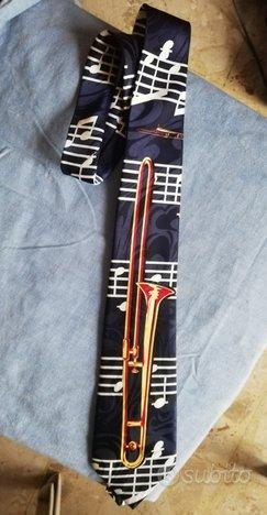 Cravatta con immagine tromba