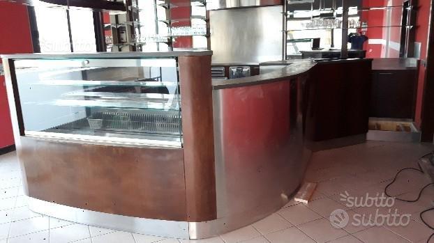 Banco bar frigo con vetrina e retrobanco usato