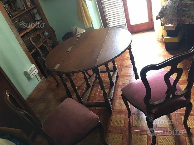 Tavolo rotondo e sedie restaurate