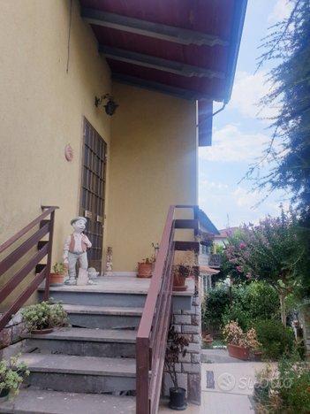 Villa libera su 4lati Montemurlo zona residenziale