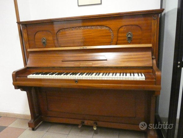 Pianoforte Carl Shumann in mogano