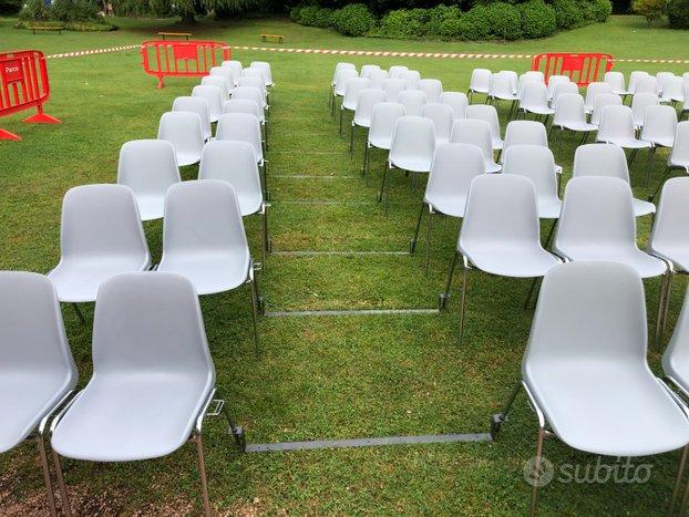 Noleggio sedie distanziate per eventi e transenne