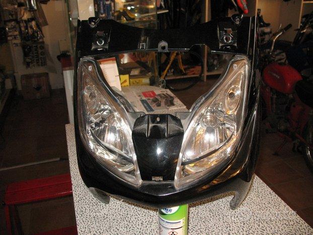 Fanale + scudo anteriore x max 125 / 250