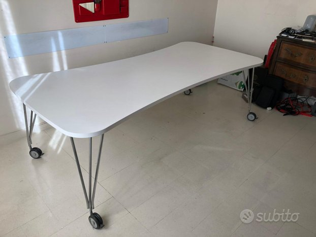 Tavolo scrivania modello max di KARTELL,Ferruccio LAVIANI