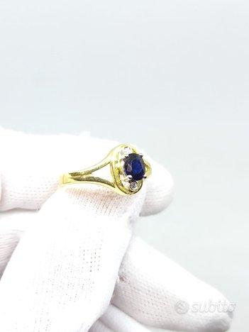 Anello in oro giallo con zaffiro blu e diamanti
