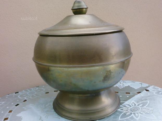 Vaso contenitore ottone vintage con coperchio