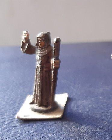 Miniatura in piombo di chierico