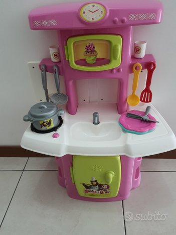 Cucina giocattolo di Masha e Orso