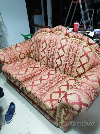 Due divani: uno a due posti e l'altro a tre posti(2)
