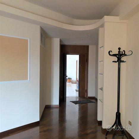 Appartamento parzialmente arredato