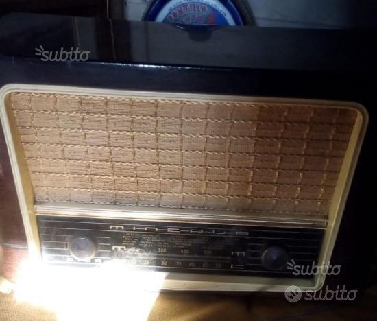 Antica radio d'epoca