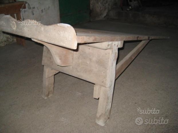 Antico lavatoio in legno