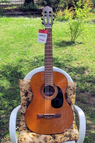 Chitarra classica elettrificata