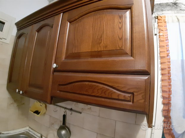 Cucina, tavolo, sedie, cassettiera, scarpiera ecc ...