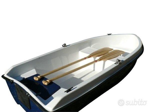 Barca tender a remi da riparare