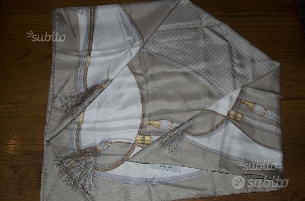 Foulards di seta Gucci/Valentino