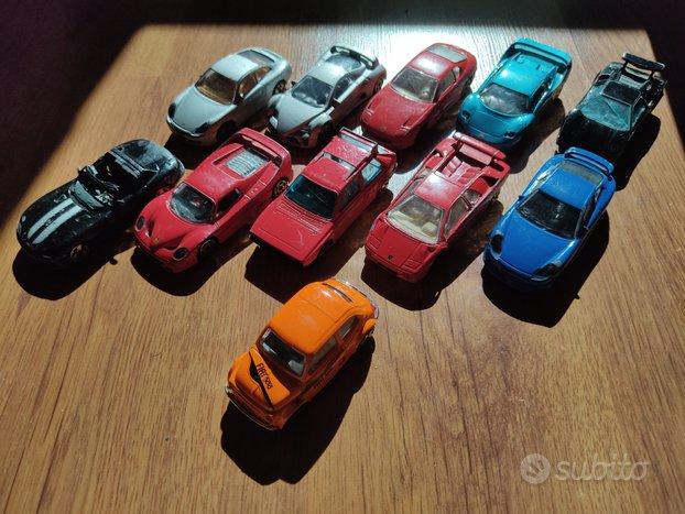 Modellini di auto e moto di varie scale