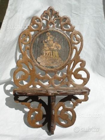 Antica mensola mensolina al traforo con medaglione
