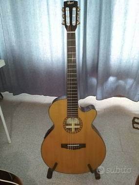 Chitarra classica elettrificata Cort Cec7