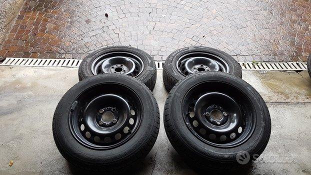 Cerchi da 14 pollici in ferro Fiat con antineve