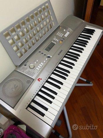 Pianola yamaha psr e303