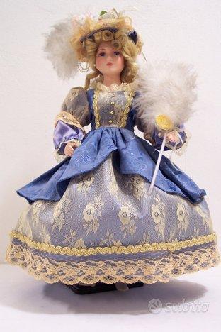 Bambola da collezione azzurra