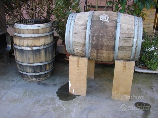 Botti in legno usate in rovere barrique