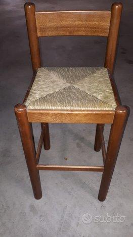 Sgabelli con seduta impagliata