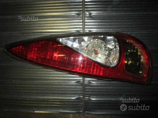 Toyota Yaris verso fanale posteriore Dx - s1237